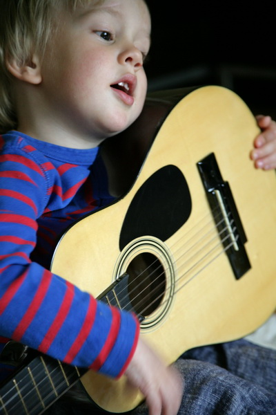 14/52 - singing and strumming, picking purposefully, listening intently, making sweet songs.